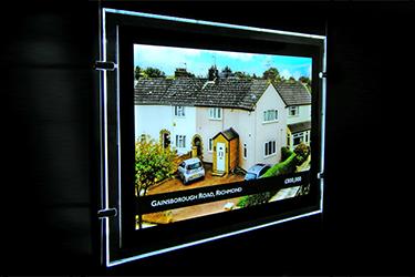 estate-agent-window-sign